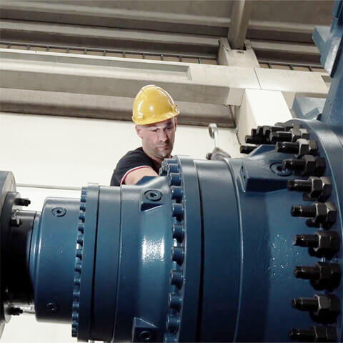 Faccin: qualified techinican adjusting the motor of a plate bending machineFaccin: qualified techinican adjusting the motor of a plate bending machine
